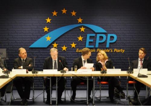 Nuevo Reglamento de cyber de Europa, y debe seguir America